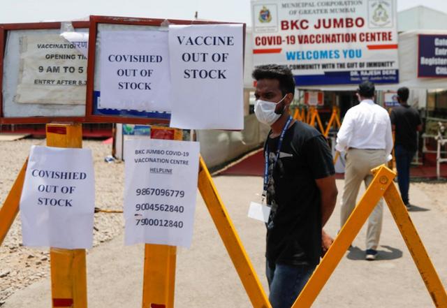 印度单日新增确诊超34万例破纪录