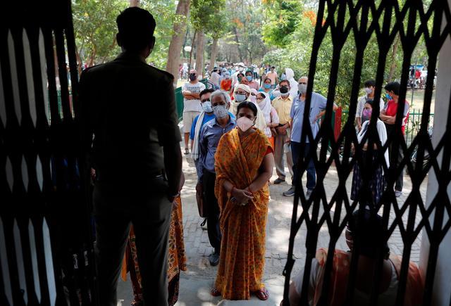 印度日增新冠死亡病例数首破4000